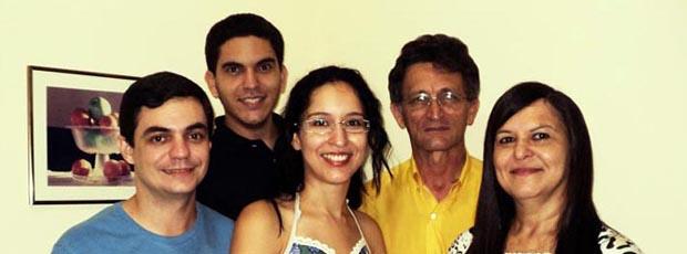 Pastor Gilmário com genro e família